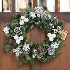 So halten Sie Ihren dekorierten Advents- und Weihnachtkranz frisch